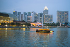 Merlion park (Juha Helosuo) Tags: singapore merlion park boat skyline downtown city lights evening fujifilm x100 photography travel