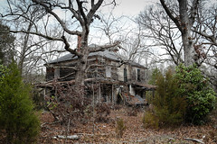 Old home - Honea Path, S.C. (DT's Photo Site - Anderson S.C.) Tags: canon 6d 24105mml lens upstate beltonsc southcarolina vanishing abandoned deterioating home house southernlife yard gnarled oak haunted rural small town southern america usa rustic antique old
