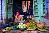 Marchande, Jodhpur, India. (nanie49) Tags: marchande vendeuse streetlife jodhpur bleu blue blau azul légumes vegetables verduras inde india asia asie rajasthan nikon d750 nanie49