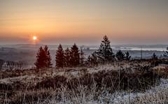 Lever de soleil sur le lac de Brennilis (Soem J.) Tags: winter hiver leverdesoleil sunrise landscape paysage finistère montsd'arrée bretagne bzh lake lac