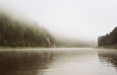 Туман (SorniNai) Tags: river туман утро morning fog ural nature forest 35mm 35mmfilm 35mmfilmphotography film filmphoto water middleural чусовая