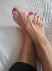 IMG_20180129_142545 (newport50) Tags: pretty barelegs bare sexyfeet feet sexy ankles rednails red smooth