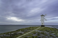 Frage nicht nach dem Sinn des Lebens. Gib ihm einen. (Skyline Image) Tags: ostsee swinemünde water wasser strand mühle windmühle polen pier himmel blau sonnenuntergang blaue stunde