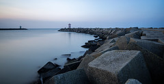 Serenity / Scheveningen 2018 (zilverbat.) Tags: canon dutch longexposure scheveningen thenetherlands zilverbat longexposurenetherlands longexposurewater wallpaper world water wintertime winter coastline kustlijn bild noordzee northsea zuidholland dutchholland holland hotspot lighthouse lee harbor havenhoofd haven vuurtorens koud kou outdoor