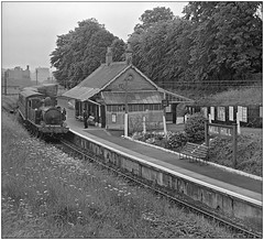 Rush hour, Mill Hill (pjs,0771) (geoff7918) Tags: millhill isleofwight w28 ashey station flowerbeds porter cowes newport