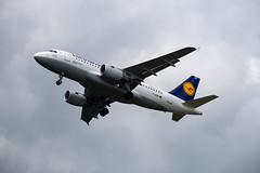 Frankfurt Airport: Lufthansa Airbus A319-112 A319 D-AIBH im Anflug (kevin.hackert) Tags: rheinmain aircraft linienflugzeug anflug eddf outdoor flugzeug metropole rheinmainflughafen fraport hessen flughafen airport frankfurtammain 069 apron jet main frankfurt ffm fra lufthansa verkehrsflughafen