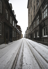 Till the end of the road (Frédéric T. Leblanc) Tags: quebec city canada street view vision vanishing follow line wide wideangle canon 5d mk3 markiii mkiii mark3 cinema cinematic urban snow winter white sky light road composition moment teen teenager amateur architecture