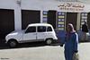 La mujer y el coche - Casablanca (Gabriel Bermejo Muñoz) Tags: casabanca africa marruecos morocco maroc maghreb arabe arabic travel color exotic exotico bereber medina gabrielbermejomuñoz colours street calle luz light colors colour renault classic clasico coche car auto vehiculo mujer woman escena scene musulman muslim islam islamic islamico hiyab hijab niqab viaje ciudad city