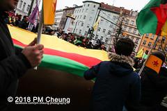 Demonstration: Von Kreuzberg nach Afrin - Tod dem Faschismus! Solidarität mit Rojava! – Berlin - 04.02.2018 – IMG_9288 (PM Cheung) Tags: toddemfaschismusdefendafrinlangleberojava berlin 04022018 rojava ypg ypj volksverteidigungseinheiten frauenverteidigungseinheiten repression sohr afrin efrîn türkei militäroffensivetürkei operationolivenzweig yekîneyênparastinajin manbidsch alqaida yekîneyênparastinagel operasyonunzeytindalı fsa demonstration kurdistan hermannplatz antifa 2018 pomengcheung polizei türkischenationalisten pmcheung interventionistischelinke oranienplatz ypgstattspd mengcheungpo facebookcompmcheungphotography vonkreuzbergnachafrintoddemfaschismussolidaritätmitrojava kurden pkk demo protest kundgebung präsidentreceptayyiperdoğan kriegspolitik rûbar solidaritätsdemonstration berlinkreuzberg neukölln russland usa syrien westkurdistan nordkurdistan bürgerkrieg anadolu autonomieregion syrischendemokratischenkräftesdf islamischerstaatis daesh stopptergogan topberlin afrinnotalone b0402 internationalistischedemonstration afrinoperation afrinunderattack defendafrin