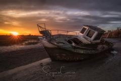 MUDDY PRIDE (Stephen Hunt61) Tags: sunset boat mud muddy sun sunrays clouds cloudy landscape river tramonto paesaggio fango lowtide rottame wreck outdoor stefanocaccia