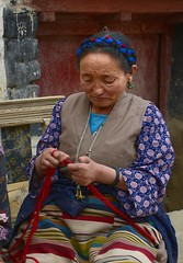 Knitting lady in Gyantse old town, Tibet 2017 (reurinkjan) Tags: tibetབོད བོད་ལྗོངས། 2017 ༢༠༡༧་ ©janreurink tibetanplateauབོད་མཐོ་སྒང་bötogang tibetautonomousregion tar gyantséརྒྱལ་རྩེ།county gyantseརྒྱལ་རྩེ། gyantseoldtown womanknitting beautifulwomanབུད་མེད་མཆོགbümemchok prettywomanབུད་མེད་མཆོར་མོbüméchormo ladyfemalewomanམོmo མོ་སྐྱེསmokyé femalesམོ་རྣམསmonam faceགདོང་པ་dongpa གདོང༌dong གདོང་ཁdongkha portrait portraiture facecolorགདོང་མདོགdongdok portrayal picture photograph likeness