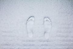 Coldfoot (CoolMcFlash) Tags: snow winter cold white foot footprints canon eos 60d feet schnee kalt weis füse spuren abdruck fusabdruck fotografie photography minimalistic minimalism minimalistisch tamron a007 2470