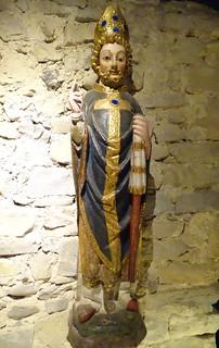 Talla gotica de un obispo s. XIV Sala Baja Edad Media Casa del Arcediano Exposicion Occidens Catedral de Pamplona