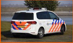 Dutch Police VW Touran. (NikonDirk) Tags: police politie vw volkswagen golf rotterdam rijnmond zuid holland 7 touran nikondirk dutch nederland netherlands nikon cop cops hulpverlening transporter t5 foto pz772f 7xbr93 hoekse hoeksche