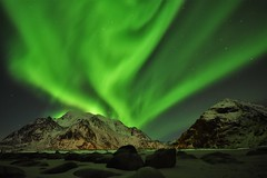 Aurora over the mountains (Rudi Verspoor) Tags: aurora northern lights norway travel night long exposure 1020mm nikon mountains mountainscape landscape vista sky green