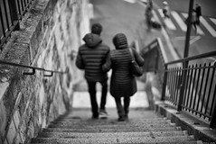Bras dessus bras dessous (Mathieu HENON) Tags: leica m240 noctilux 50mm noirblanc blackwhite nb monochrome france paris 14ième arrondissement escalier ruedesartistes street