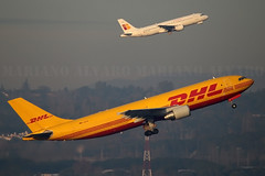 Doblete Airbus (Mariano Alvaro) Tags: madrid barajas despegue avion aviones airbus a310 a320 dhl iberia express