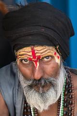 Curiosité réciproque (Jacques GUILLE) Tags: sâdhu gange bénarés fleuve hindouisme uttarpradesh varanasi गंगा वाराणसी साधु inde portrait