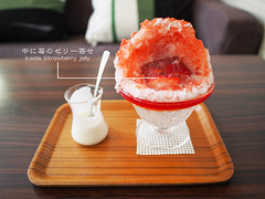 Japanese Ice Shaved - Double Strawberry (INZM.) Tags: noan 埜庵 kanagawa japan japanese ice shaved strawberry fujisawa kugenuma 鵠沼海岸 鵠沼 かき氷 カキ氷 ichigo いちご イチゴ 苺 wいちご wイチゴ kakigori food wood iceshaved dessert japandessert japanesedessert