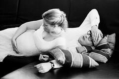 händchen halten (Walther Le Kon) Tags: analog film hochzeit marriage braut bräutigam bride maid groom bauchschmerzen kopfschmerzen händchen halten schwangerschaft schwanger babybauch pregnant pregnancy babybelly brautkleid