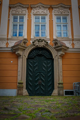 Velkoprevorske (Yayawol) Tags: républiquetchèque czechrepublic ceskarepublika tchèquie bohème bohemia cechy prague praha velkoprevorskenam porte door dvere architecture architektura baroque baroko