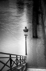 Stairway to hell (Sizun Eye (OFF for a while)) Tags: flood crue paris seine france river january2018 janvier2018 streetlamp lampadaire escalier stairs sizuneye monochrome blackwhite bw nb nikond750 d750 nikon tamron2470mmf28 tamron ilesaintlouis