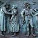 Kriegerdenkmal Schlosspark - Relief links (01)