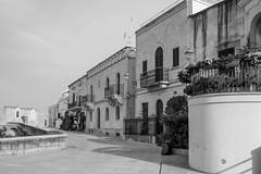IMG_2802.jpg (Bri74) Tags: architecture bari bw puglia street