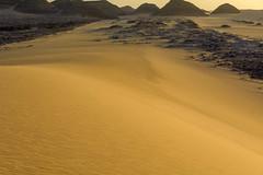 Sunset desert. (Victoria.....a secas.) Tags: sáhara chad desierto desert atardecer sunset