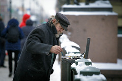 Painture (rsvatox) Tags: saintpetersburg painter winter street people city streetlife streetphotography weather streephotography colour