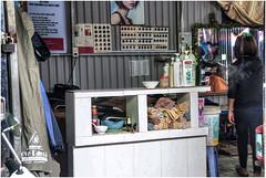 344-UNA PELUQUERIA EN EL MERCADO DE HALONG - VIETNAM - (--MARCO POLO--) Tags: mercados exotismo rincones curiosidades peluquerias