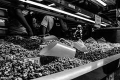 22 Mercadão (faneitzke) Tags: portfolio canon canont5eos1200d canont5 sãopaulo sp sampa brasil brazil brésil américadosul américalatina southamerica latinamerica ameriquelatine latinoamérica americadelsur sudamerica mercadomunicipal mercadão mercado citymarket marché centro centrovelho blackwhite blackandwhite noiretblanc blancoynegro pretoebranco pb bw bn monocromático monochromatic monochromephotography monochromaticphotography amendoim peanuts nuts nozes noz cacahouète cacahuète noix