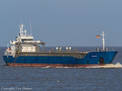 Bjoerkoe (U. Heinze) Tags: cuxhaven elbe nordsee ship schiff schiffe vessel boot olympus