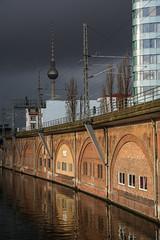 météo fluctuante (Edwige7833) Tags: berlin pluie tour télévision est