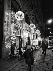 Milano , Italia (B Plessi) Tags: milano italia notte night bw street people light natale noel christmas cane tramway shop ristorante