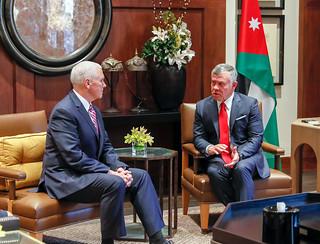 جلالة الملك عبدالله الثاني يلتقي، بحضور جلالة الملكة رانيا العبدالله، نائب الرئيس الأمريكي مايك بنس والسيدة عقيلته في قصر الحسينية