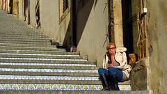 IMG_8848  - puzzled (molovate) Tags: scalinata caltagirone santamariaalmonte tafme donna persona perplessa volate enna catania artigianato città ceramica molovate people canon powershot sx40 hs mattonella cultura turismo viaggiare
