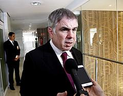Flávio Rocha entrevistado pela imprensa