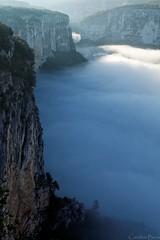 Au bon endroit au bon moment (Caro2607) Tags: gorgesdelardèche brume brouillard ardèche falaises