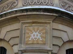 Space Invader PA_1338 (tofz4u) Tags: 75005 paris streetart artderue invader spaceinvader spaceinvaders mosaïque mosaic tile pa1338 blanc white brown brun beige sumurai