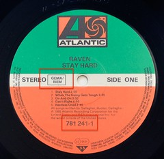 A0514 RAVEN Stay Hard 9304 (vinylmeister) Tags: vinylrecords albumcoverphotos gramophone lp heavymetal thrashmetal deathmetal blackmetal vinyl schallplatte disque album