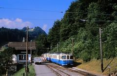 Klassenausflug in die Berge (trainspotter64) Tags: eisenbahn zug train treno tren trein triebwagen railroad railway spoorwegen vlak bahn alpen berge mob montreuxoberlandbahn schmalspurbahn schmalspur schweiz suisse svizzera abde88 bahnhof