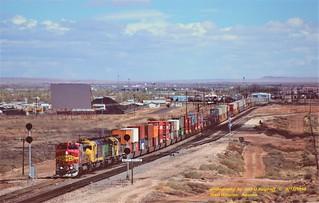 ATSF 523-5957-6348-5069, mp 288, Winslow, AZ. 4-12-1998