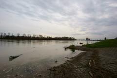 Hochwasser am Rhein (Lutz Blohm) Tags: hochwasser rheinhochwasser fluskilometer402 binnenschifffahrt zeissbatis18mmf28 sonyalpha7aii