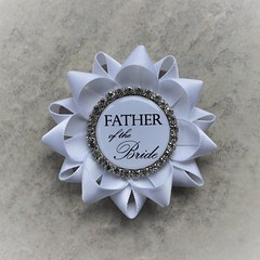 Getting married? Father of the Bride boutonniere! https://t.co/sc58DMZPoC #groom #etsy #wedding #gift #bridalshower #partyplanning https://t.co/8I1k0izEhh (petalperceptions.etsy.com) Tags: etsy gift shop fashion jewelry cute