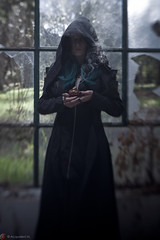 IMG_2008 (m.acqualeni) Tags: manu manuel ginette osef le dieu g shaman cosplay dark urbex maison abandonné house broken fille femme capuche gothique gothic goth