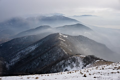 Misty mountains (Marco MCMLXXVI) Tags: lombardia italy lecco como triangolo lariano monte winter inverno hiking escursionismo mist fog nebbia landscape scenery outdoor nature mood sony ilce6000 a6000 mountain ridge summit panorama crinali canyon vantage point natura palanzone snow sky mountainside weather misty pz1650 rawtherapee