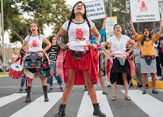 Somo las hijas de las campesinas que no pudiste esterilizar/ We are the daughters of the peasants that you could not sterilise (Geraint Rowland Photography) Tags: somolashijasdelascampesinasquenopudisteesterilizarwearethedaughtersofthepeasantsthatyoucouldnotsterilise birthcontrol birth sterilisation peru peruvian peruvians peruviangovernment protest dance streetperformers streetphotography tigerslima lima streetphotographyinlima documentaryphotography colourstreetphotography canon zebracrossing fujimori albertofujimori ppk traidor thequipuproject peruviansindigenouspeople wwwgeraintrowlandcouk quechua geraintrowlandphotography streetphotographytoursinlima southamerica indulto peruviandictator