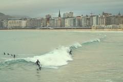 Donostia Concha Surf (gorka.hoyos) Tags: surf concha donostia sansebastian playa olas surfista surfer mar ola wave sea surfing