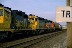 4550 (richiekennedy56) Tags: santafe bnsf gp35 gp392 atsf2946 bnsf2799 franklincountyks kansas leloup ohioterracecrossing ottawa railphotos unitedstates usa